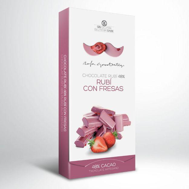 Ruby Schokolade mit Erdbeeren und Rosenblättern von Rafa Gorrotxategi